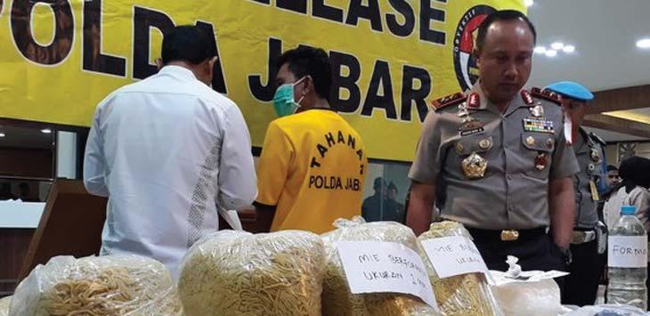 ESKPOS: Polda Jabar mengungkap peredaran mie berformalin seberat satu ton di Pasar Caringin, Kota Bandung.