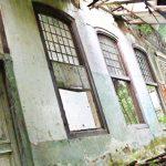 BANGUNAN BERSEJARAH: Bangunan yang dibangun abad ke-18 bernama Rumah Cimanggis di kawasan lahan RII di kawasan Kecamatan Sukmajaya. Ahmad Fachry/Radar Depok