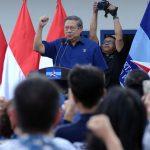 Ketum Demokrat, Susilo Bambang Yudhoyono (SBY), saat menyampaikan pidato politiknya di DPC Demokrat Kabupaten Bogor, Cibinong, Jumat (5/1/2017). LIPUTAN6