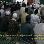 sholat subuh berjama'ah di Masjid Abdurrahman Bin Auf Kelurahan Tengah, Shalat Subuh Berjamaah di Kecamatan Cibinong, Kabupaten Bogor, Sabtu (3/01/2018)./Foto: Polres Bogor