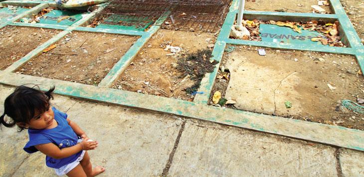 BELUM DIFUN GSIKAN : Spitank komunal yang berada di RT2/13 Kelurahan Depok, Kecamatan Pancoranmas dekat Situ Rawa Besar belum difungsikan, diketahui bahwa spitank komunal tersebut dibangun pada 2017. Ahmad Fachry/Radar Depok