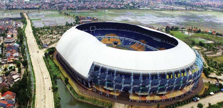 TUAN RUMAH: Suasana Stadion Gelora Bandung Lautan Api (GBLA) di Gedebage, Kota Bandung. Stadion kebanggaan masyarakat Jabar tersebut menjadi salah satu Stadion yang menggelar babak penyisihan Piala Presiden 2018. RIANA SETIAWAN / RADAR BANDUNG