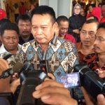 Bakal calon Gubernur Jawa Barat TB Hasanuddin saat diwawancara media di Kabupaten Bekasi.Enriko.Pojoksatu