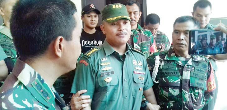 GADUNGAN: Anggota TNI gadungan berpangkat Kolonel, Gusti Aji (45), diamankan. Aji Hendro/Metro Depok
