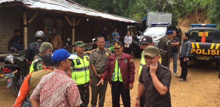 Polisi Sektor (Polsek) Babakan Madang melakukan pengecekan perencanaan eksekusi lahan Perhutani seluas 350 Hektar yang diklaim seorang warga Sentul berinisial Y.