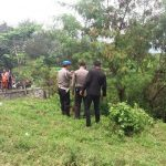 Polisi di Purwakara mengecek temuan warga./Foto: Polres Purwakarta