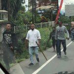 Aksi perampasan kendaraan oleh kelompok debtcollector berujung bentrok di Jalan Raya Puncak, Kecamatan Cisarua, Kabupaten Bogor, Jawa Barat.