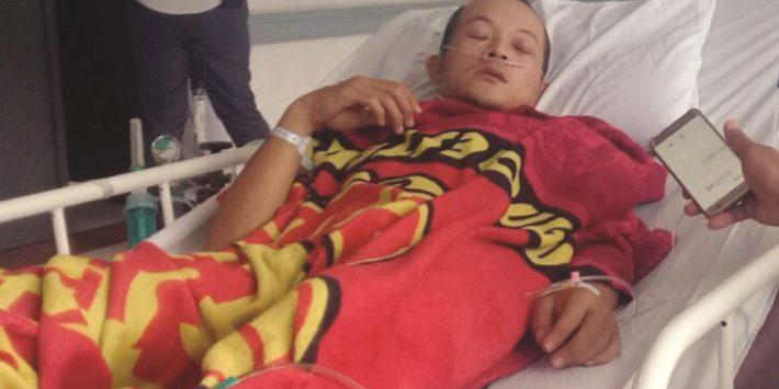 TIDAK BERDAYA: R.Akbar Tanjung mendapat perawatan intensif pihak RSUD R Syamsudin SH Kota Sukabumi, kemarin (12/1). Dirinya mengalami luka serius akibat dikeroyok di Jalan Lingsel, Kota Sukabumi