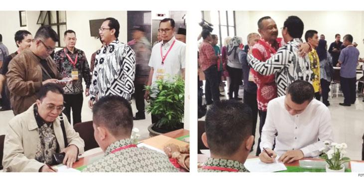 DAFTAR TES KESEHATAN: Bakal Calon (balon) Walikota dan Wakil Walikota Sukabumi pada saat mengisi data sebelum pemeriksaan kesehatan di RS Hasan Sadikin Bandung, (11/1) kemarin.