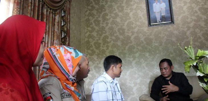Wakil Bupati Bekasi Eka Supria Atmaja saat didatangi komisioner KPU Kabupaten Bekasi dan PPDP.FOTO : KPU Kabupaten Bekasi for Pojoksatu