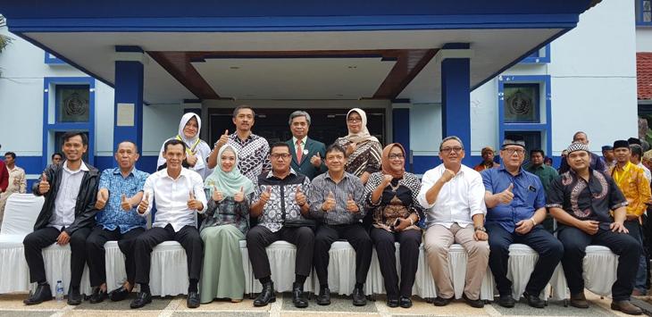 sejumlah pasangan calon bakal Bupati dan Wakil Bupati berfoto bersama./Foto: Ikhsan