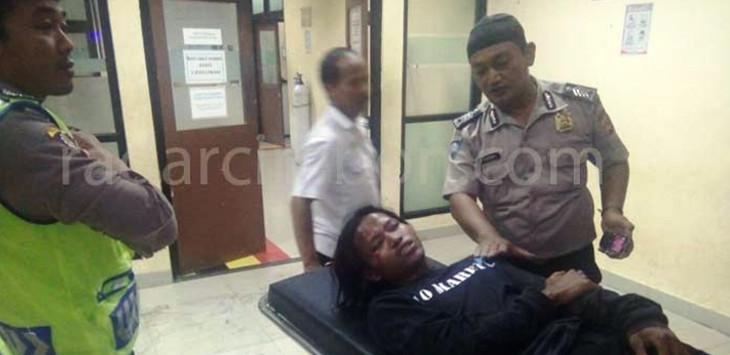Kecelakaan lalu lintas terjadi di ruas jalan pantura Desa Kasugenganlor, Kecamatan Depok, Kabupaten Cirebon, Rabu (10/1) sekitar pukul 18.00 WIB.  FOTO: ISTIMEWA/RADARCIREBON.COM