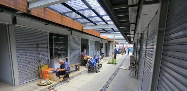 Pedagang di alun-alun Cicendo. Foto: Mur