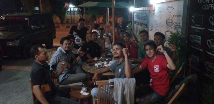 DPD Partai Solidaritas Indonesia (PSI) Kabupaten Cirebon bersama 40 perwakilan DPC dari kecamatan coffe shop bahas Pilkada Cirebon di Jalan Dewi Sartika, Sumber./Foto: Alwi.