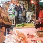 Hana dan Tazkia, Pembeli Daging di Pasar Induk Jambu Dua Bogor Kota Bogor, Jawa Barat./Foto: Adi