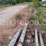 Warga menunjukkan pipa air bocor di Blok Sukajadi, Desa Sukra, Kecamatan Sukra yang sudah diperbaiki oleh tim Pertamina EP Asset 3 Jatibarang Field. FOTO:KHOLIL IBRAHIM/RADAR INDRAMAYU