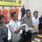 Kapolres Purwakarta AKBP. Dedy Tabrani didampingi Kasat Narkoba AKP. Heri Nurcahyo saat konfrensi pers di mapolres Purwakarta./Foo: Ade