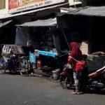 Para pemilik ruko di Pasar Kanoman yang akan dijadikan sebagai pasar darurat protes belum diajak bicara. Foto: Dok/radarcirebon.com