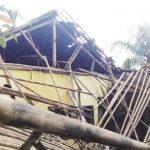 ROBOH: Satu dari tiga bangunan SDN Pasirjambu yang tak layak huni roboh setelah diterjang hujan disertai angin