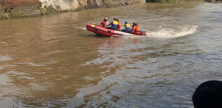 Akibat cuaca buruk, tim SAR memutuskan menghentikan pencarian korban tengelam. Foto: Dede/pojokjabar