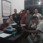 Hamzah Hariri (tiga dari kanan) tengah membuat laporan terkait pelanggaran pemilu ke Panwaslu Kabupaten Cirebon. Foto: Dede/pojokjabar