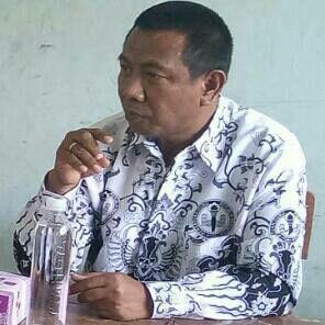 Ketua PGRI Cabang Kabupaten Cirebon, Edin Suhaedin. Foto: Dede/pojokjabar
