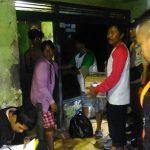 Pemkot Cirebon, memberikan bantuan kepada korban banjir. Foto: pey/pojokjabar