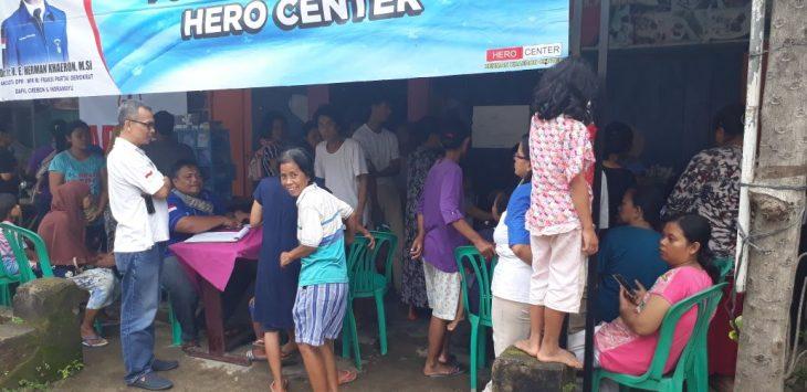 Posko Kesehatan Hero Centre banyak dikunjungi warga yang terdampak banjir. Foto: Bagja/pojokjabar