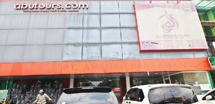 KONDISI TERKINI: Tampak terlihat Kantor Abu Tours & Travel di Jalan Cinere Raya, senin (12/2/18). Ahmad fachry/Radar Depok