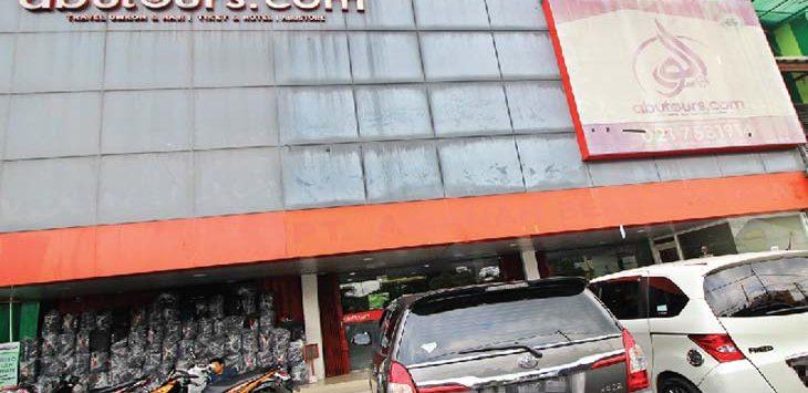 KONDISI TERKINI: Tampak terlihat Kantor Abu Tours & Travel di Jalan Cinere Raya, selasa (13/2/18). Ahmad fachry/Radar Depok