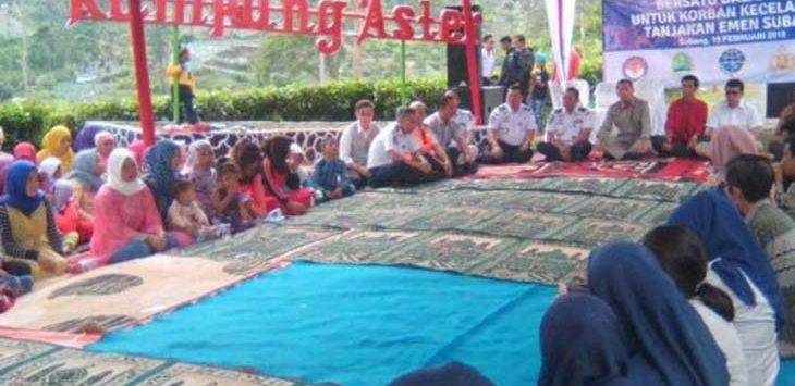 BERDOA: Saat acara doa bersama untuk mendoakan 27 korban kecelakaan maut di Tanjakan Emen./Foto: Istimewa