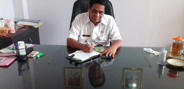 Kepala DPMPTSP Kab. Cirebon, Muhadi saat ditemui diruang kerjanya. Foto: Dede/pojokjabar