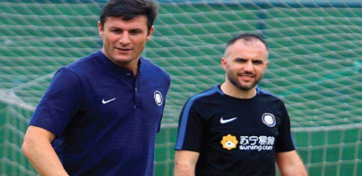 KUNJUNGAN: Wakil Presiden Inter Milan, Javier Zanetti, saat peluncuran Akademi Persib di Stadion Siliwangi, Kota Bandung, Selasa (13/2/18). RIANA SETIAWAN/ RADAR BANDUNG