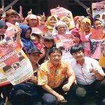 SERAP ASPIRASI: Calon wakil bupati Bogor Bayu Syahjohan bersama warga Parung.
