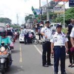 BERTUGAS: Anggota Dishub dan Lantas Polresta Depok saat melakukan operasi gabungan di Jalan Margonda, kamis (22/2/18). Irwan/Radar Depok