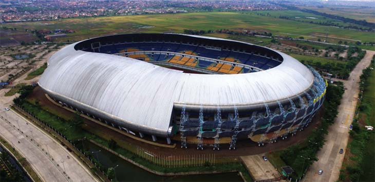 SUASANA: Suasana Stadion Gelora Bandung Lautan Api (GBLA) di kawasan Gedebage, Kota Bandung dari atas. Pemkot Bandung membuka peluang bagi PT Persib Bandung Bermartabat (PBB) untuk mengelola Stadion GBLA. RIANA SETIAWAN/ RADAR BANDUNG
