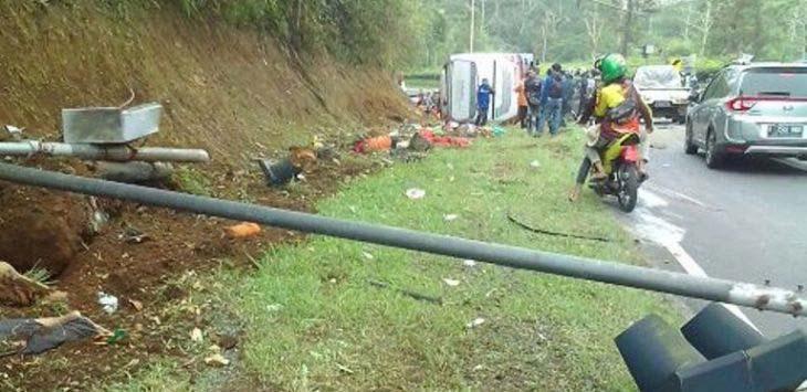 Kecelakaan bus di Tanjakan Emen, Subang (istimewa)