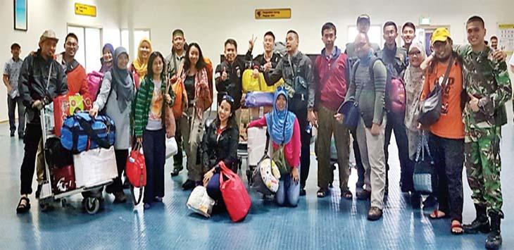 SUDAH SAMPAI: Tim UI Peduli Asmat sampai, ke Bandara Mozes Kilangi, Timika, Papua pada Jumat (16/2) untuk membantu kemanusian yang menderita gizi buruk. IST/RADAR DEPOK