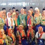 BERKAH: Anggota DPR RI Dapil Depok- Bekasi Wenny Haryanto bersama konsitiuennya siap berangkat ke Mekkah, untuk melaksanakan ibadah umarah, di Bandara Soekarno -Hatta, Sabtu (17/2/18). Irwan/Radar Depok