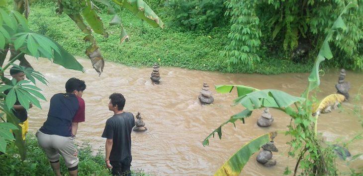 Misteri batu tersusun di Sungai Cibojong, Kampung Pasirdoton, Kecamatan Cidahu, Kabupaten Sukabumi, akhirnya terkuak.