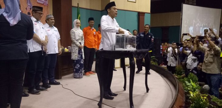 asangan calon Bupati dan Wakil Bupati Jaro Ade-Inggrid Kansil (JADI) mendapat nomor 3 dalam pengundian di gedung Tegar Beriman, Cibinong, Selasa (13/2/2018).