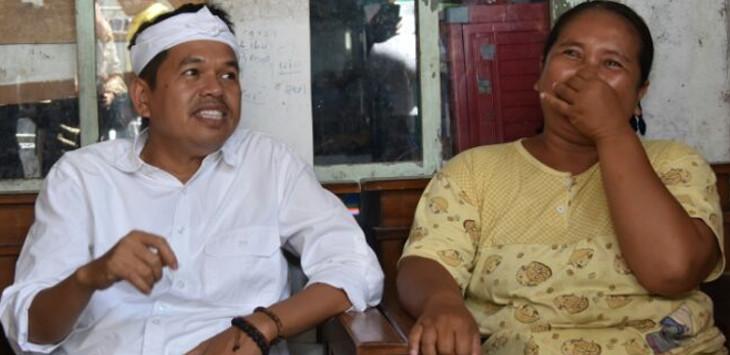 Calon Wakil Gubernur Jawa Barat Dedi Mulyadi bersama wanita berprofesi tukang ojek./Foto: Rmol.