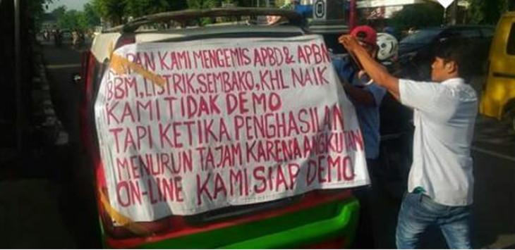 Demo angkutan umum di Purwakarta, Senin (18/02/2018)./Foto: Istimewa