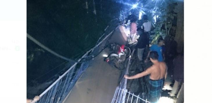 Jembatan gantung di Leles Ciajur Putus