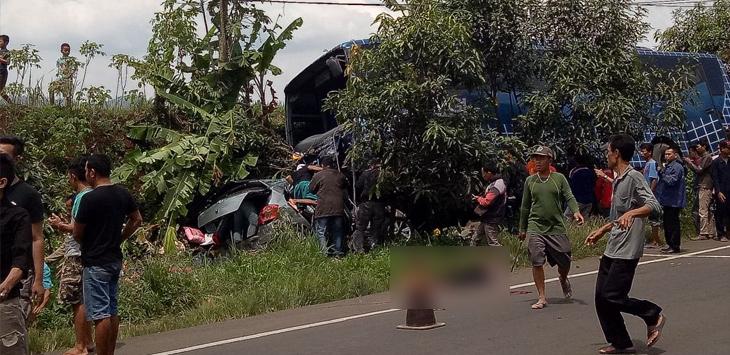 kecelakaan di Jalan Cagak, Rajamandala, Kecamatan Cipatat, Kabupaten Bandung Barat, Sabtu (17/02/2018)./Foto: @kharismuhamad17