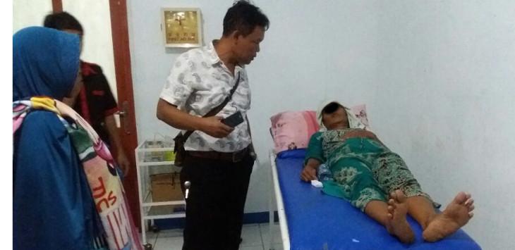 Warga yang mengalami keracunan saat di bawa ke rumah sakit umum daerah karawang./Foto: Istimewa