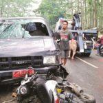 RINGSEK: Anggota kepolisian bersama warga setempat tengah melakukan evakuasi kecelakaan lalulintas yang terjadi di Jalan Alternatif Nagrak Kampung Jilegong, Desa Balekembang, Kecamatan Nagarak