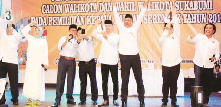 SORAK SORAI : Para Paslon Walikota dan Wakil Walikota Sukabumi meluapkan kegembiraannya usai mendapatkan nomor urut pada pengundian dan penetapan nomor urut.