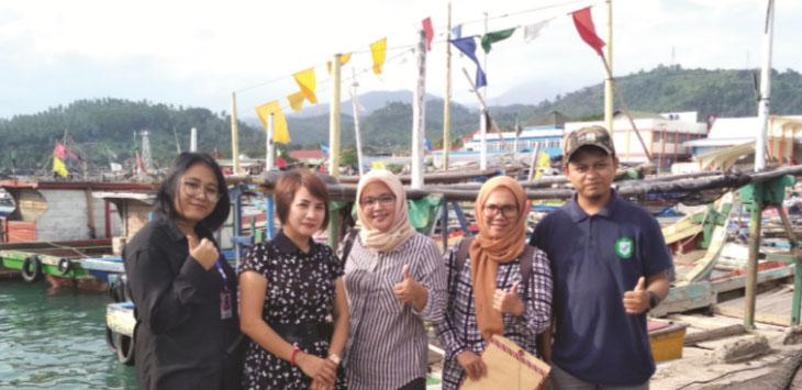 CEK LOKASI: Panitia PPNP mengecek lokasi Dermaga Palabuhanratu sebagai tempat kegiatan hari syukuran nelayan Palabuhanratu ke-58.
