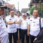Plt Walikota Bogor Usmar Hariman saar berada di lokasi kebakaran, Jalan Mantarena./Foto: Dhoni